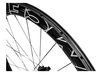 MCFK Vorderrad 28 Road Disc Carbon Clincher 45 mm | DT...