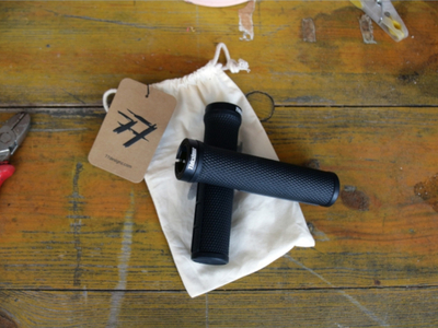 77DESIGNZ Grips Lock on | schwarz
