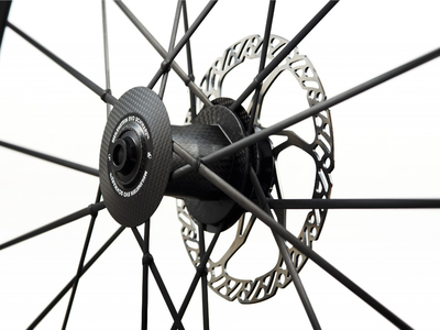 LIGHTWEIGHT Laufradsatz 28 Meilenstein EVO Disc | Clincher | SCHWARZ ED Campagnolo Adapter Set 3 | Thru Bolt
